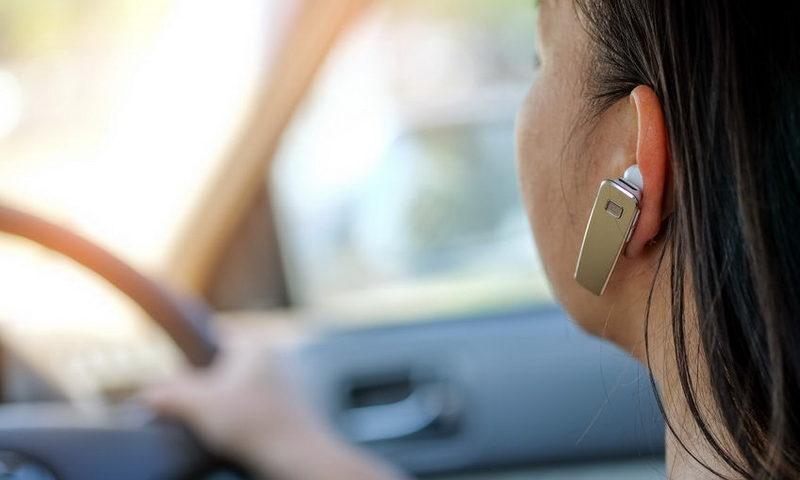 Τα χέρια στο τιμόνι, όχι στο τηλέφωνο