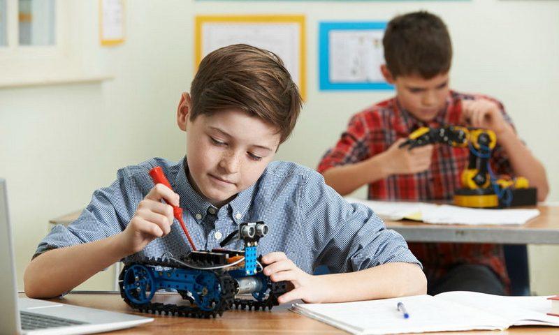 Βάλε το παιδί σου στον κόσμο της ρομποτικής, με τα STEM
