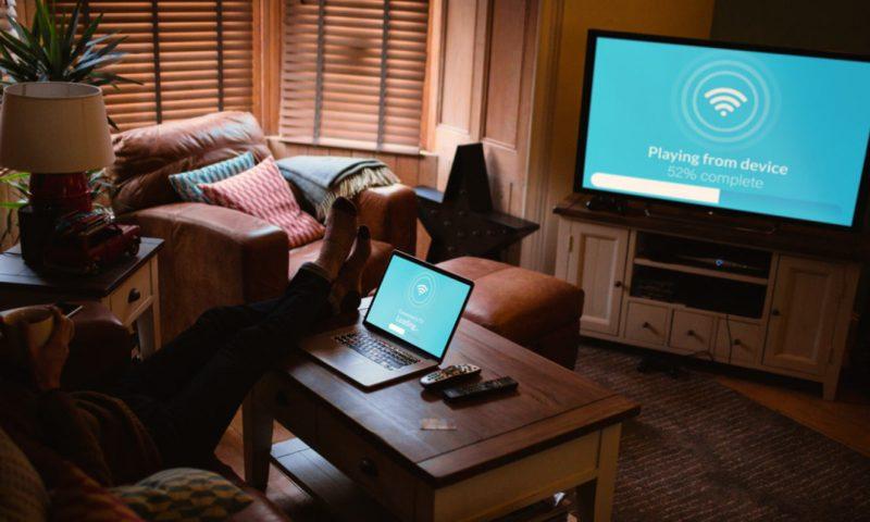 Πώς να συνδέσεις την τηλεόραση στο laptop