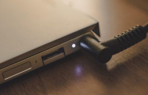 Πως να κάνεις το laptop σου να διαρκεί όλη μέρα
