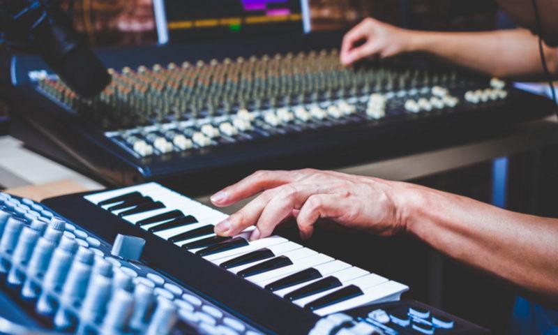 Μάθε για την ιστορία της ηλεκτρονικής μουσικής